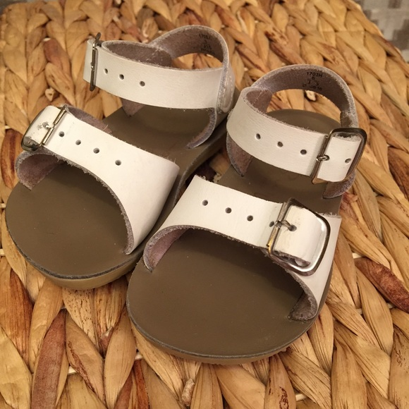 0e4f6d91960c ... Surfer White Buckle Sandals! M 5ad6b73b3a112e75b38ac597